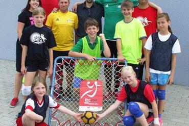 Thüringer Tchoukballer schwitzten in Ilmenau, wo sie ihre Sportart vorstellten und für die Europameisterschaft warben.