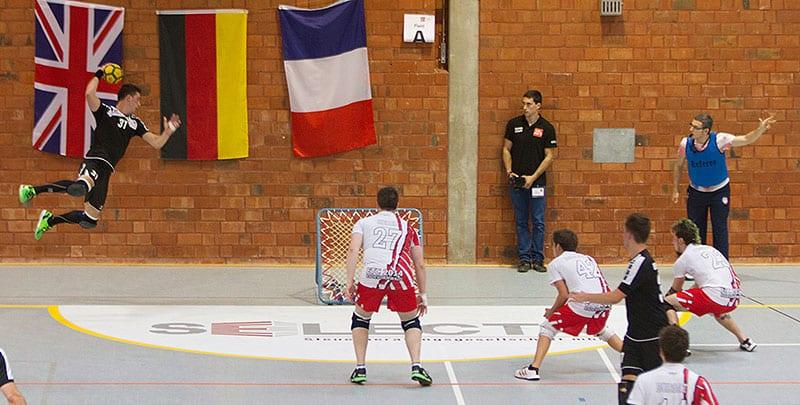 Deutschlands Rafael Hild beim Abschluss im Vorrundenspiel gegen die Schweiz. Foto: David Sandoz