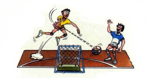 Tchoukball-Spielregeln: Der Angreifer verfehlt das Netz